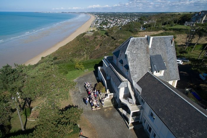 Séjour autour de la voile et de multiples acitvités de balles et raquettes sur le sable, sans oublier la découverte de la Baie du Mont St Michel !