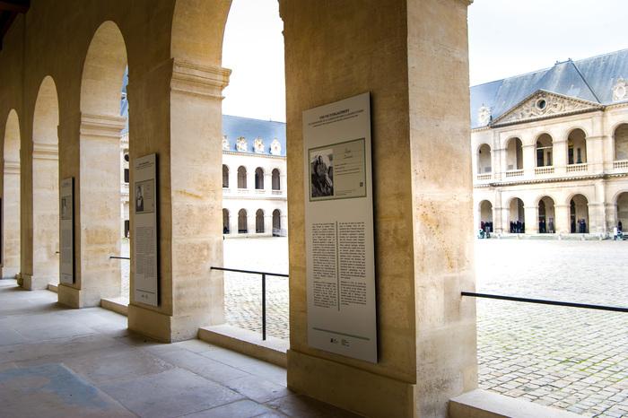Journées du patrimoine 2019 - Découvrez l'histoire des Invalides sur les piliers de la cour d'honneur