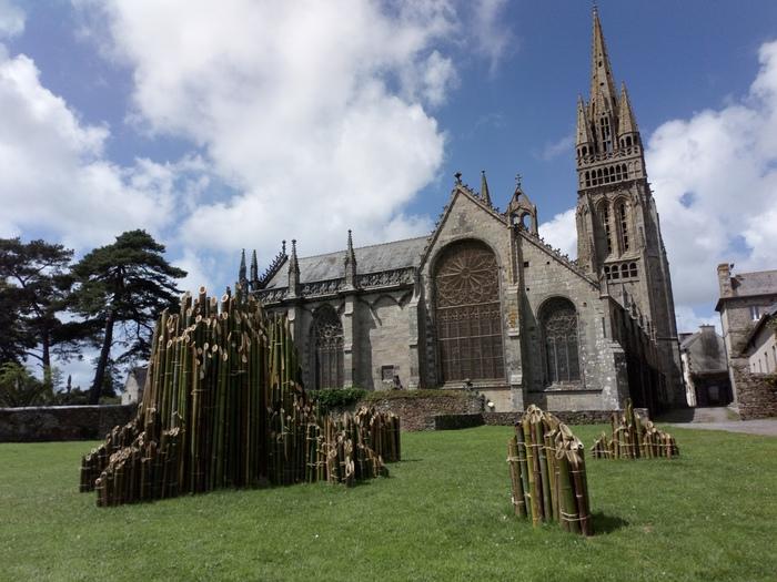 Journées du patrimoine 2020 - La Basilique Notre-Dame du Folgoët, son fou et son arbre creux.