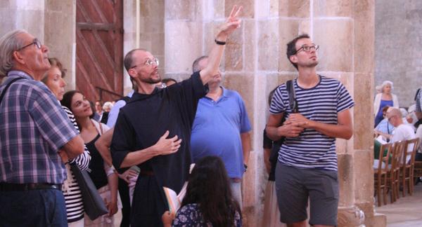 Visite guidée par un moine, une moniale ou un guide officiel de la Basilique