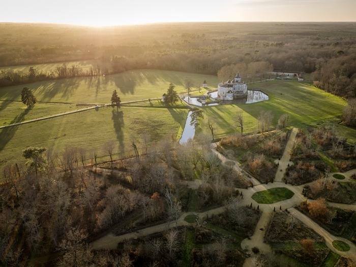 Journées du patrimoine 2019 - Explorez l'écrin du château de La Brède et suivez le guide sur les traces de Montesquieu.