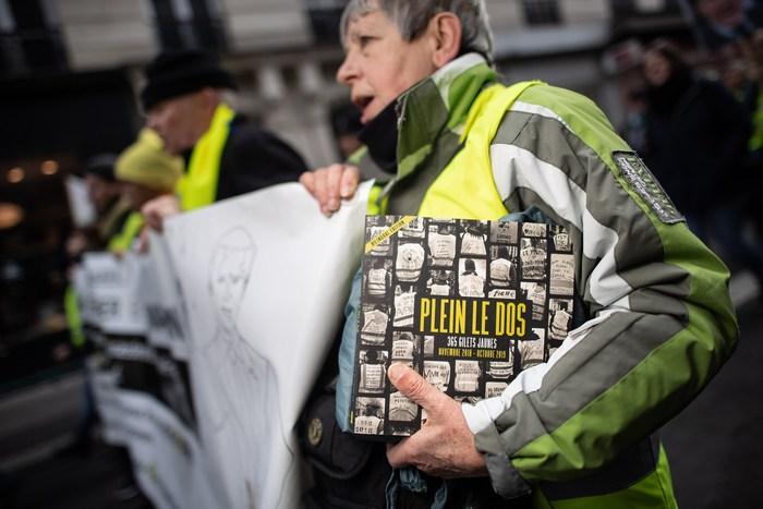 Présentation de deux ouvrages sur les jaunes. Deux livres qui renouent avec la tradition du photojournalisme. Deux projets qui se croisent et se complètent.