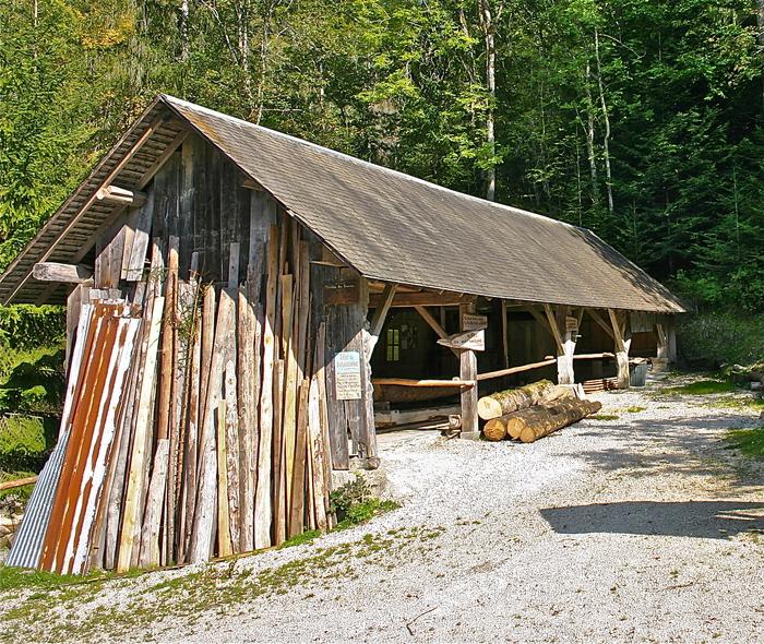 Journées du patrimoine 2020 - Démonstration de sciage sur une ancienne scierie hydraulique du XIXème siècle.