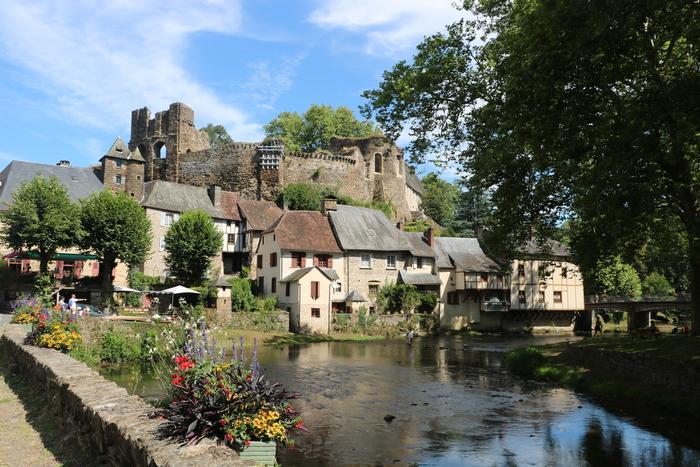 Journées du patrimoine 2019 - Visites guidées du village de Ségur-le-Château et de la cour intérieure du château