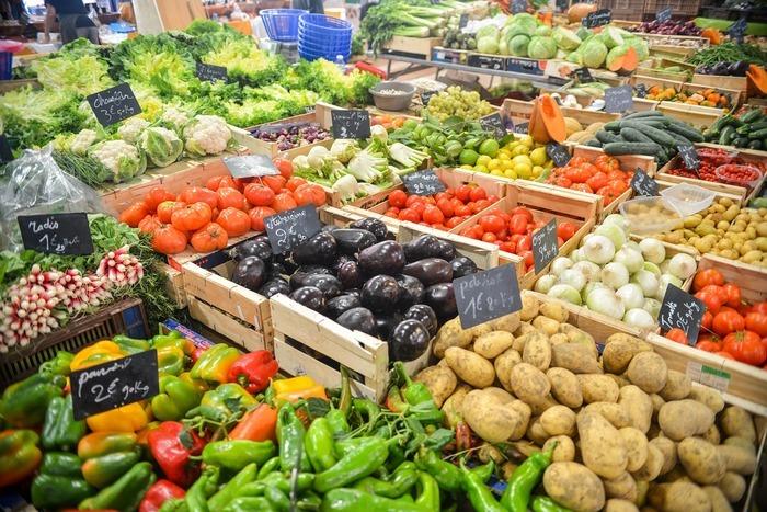 Le marché de la place de la République est un marché hebdomadaire et exclusivement alimentaire proposant une offre diversifiée de produits pouvant répondre à la demande de tous. Vous y retrouverez ...