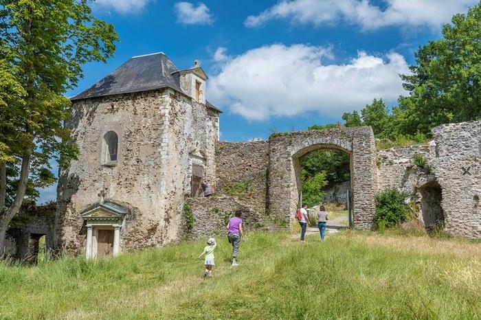 Journées du patrimoine 2019 - Visite guidée des ruines de la Turmelière, château natal du poète Joachim du Bellay par les bénévoles des Amis du Petit Lyré