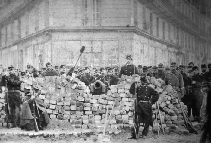 A l'occasion de la commémoration des 150 ans de la Commune de Paris, la BU Centre propose une sélection de documents disponibles dans le hall et empruntables.