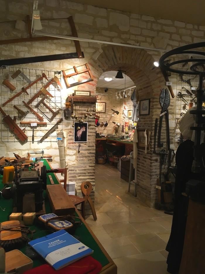 Journées du patrimoine 2019 - Démonstration avec d'anciennes machines à coudre à Crésantignes