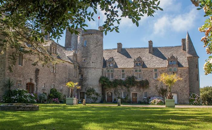 Journées du patrimoine 2019 - Levez les yeux ! Visite guidée du jardin et cour du château de Vauville
