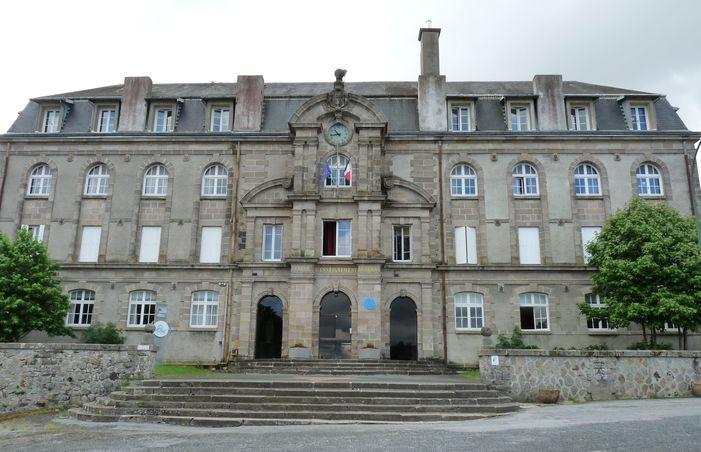 Journées du patrimoine 2020 - LA SOUTERRAINE (23) : Visite du hall et de la cour du lycée Raymond-Loewy