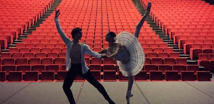 Par le centre de danse Line-Jenny Neel