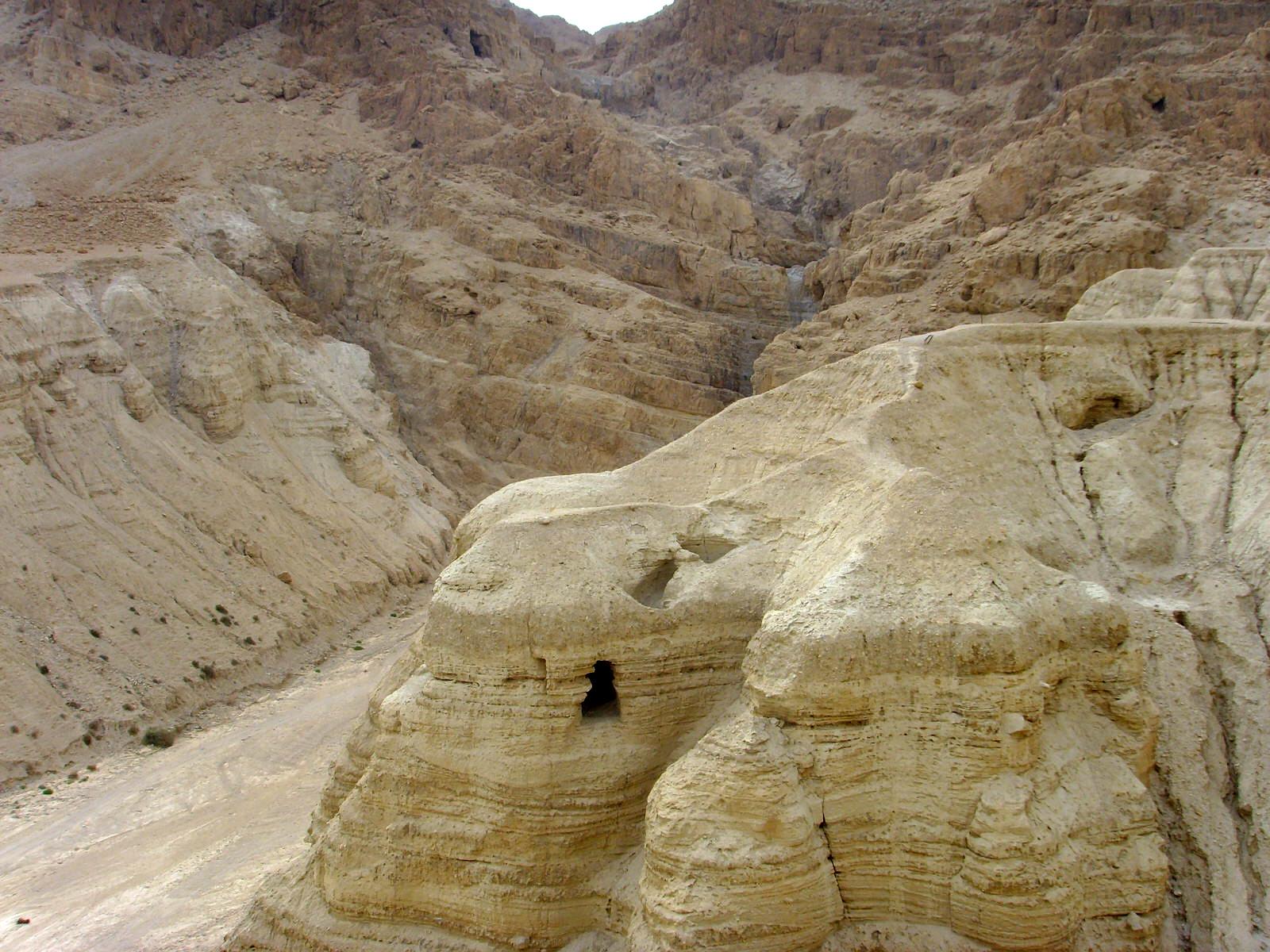 En 1947, plus de 700 manuscrits et quelque 100 000 fragments découverts dans des grottes à Qumrân en Cisjordanie ont provoqué un profond renouvellement de notre regard sur la Bible.