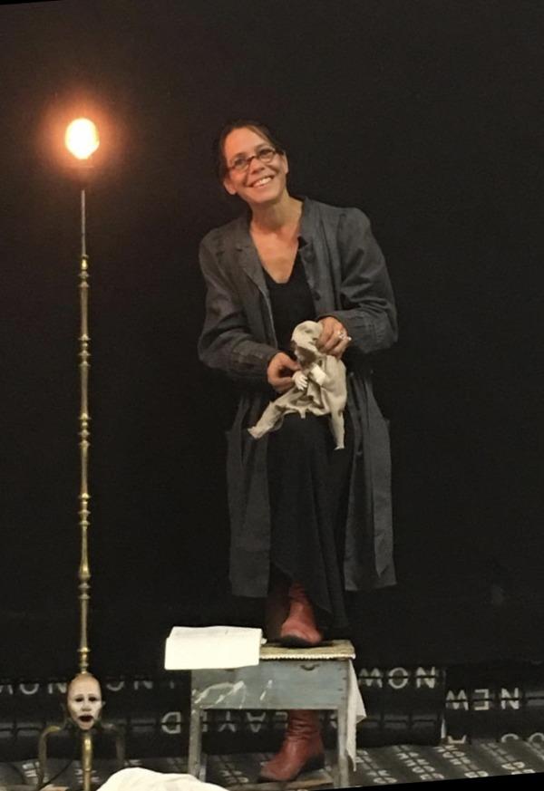 Nuit des musées 2019 -spectacle « Échantillons » par Emilie Broquin produit et diffusé par la compagnie Luna collectif