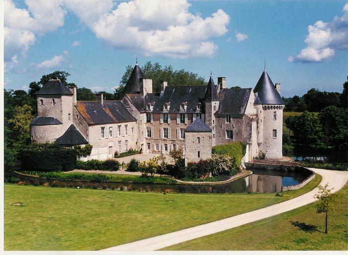 Journées du patrimoine 2019 - Levez les yeux ! Parcours-découverte du château de Colombières réservé aux scolaires