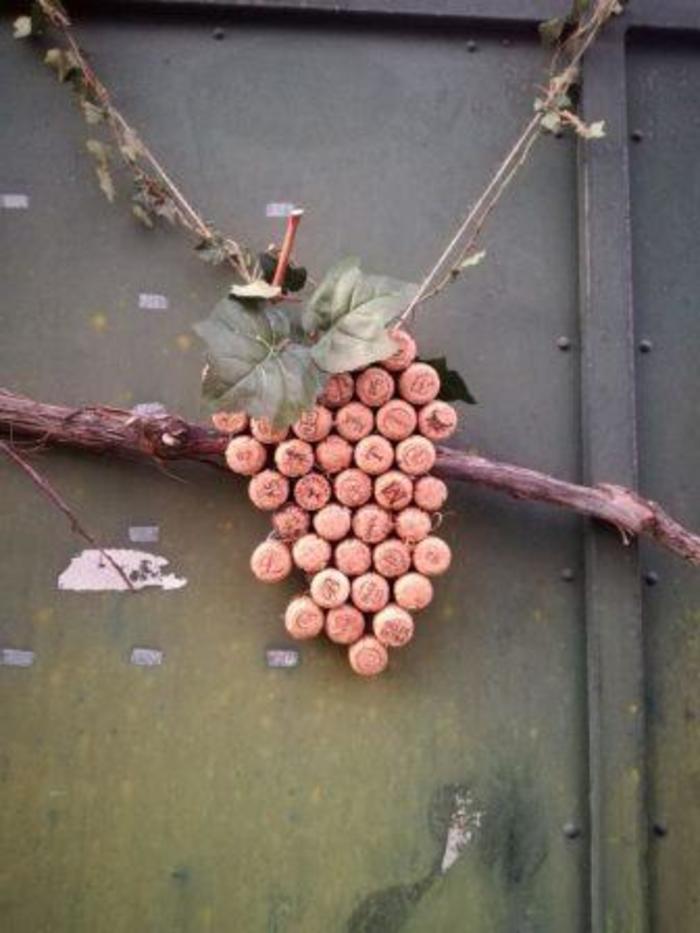 Journées du patrimoine 2019 - Atelier enfants : réalisation de grappes de raisins à partir de bouchons en liège