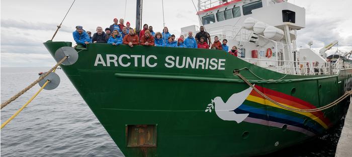 L'Arctic Sunrise dans le Port de la Lune