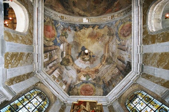 Les fresques de l'église Saint-Pierre en pleine lumière !