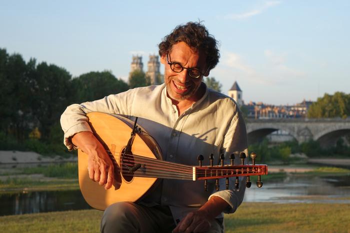 Production de spectacles vivants : musique, chansons, lectures, conférences gesticulées...