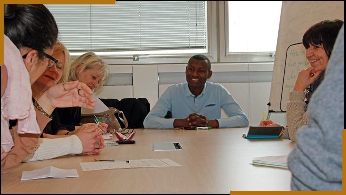 Les ateliers de conversation en anglais sont ouverts à tous les étudiants et personnels de Rennes 1 qui souhaitent améliorer leurs compétences à l'oral en anglais.