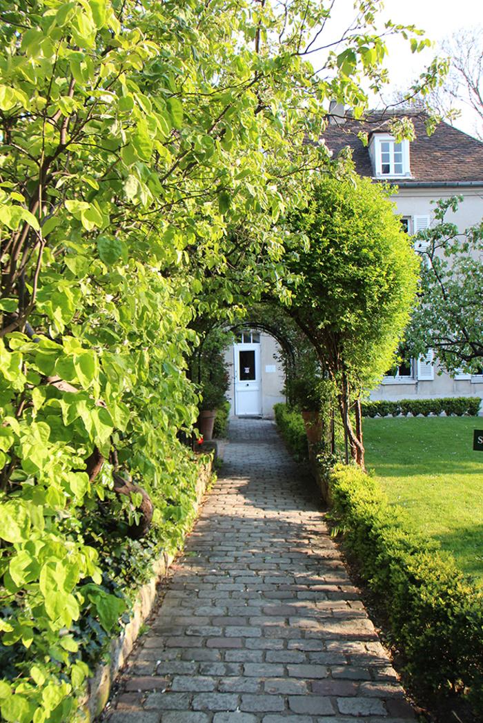 Une expérience mêlant l'histoire des lieux et découverte de la nature sauvage et cultivée des Jardins Renoir et alentours