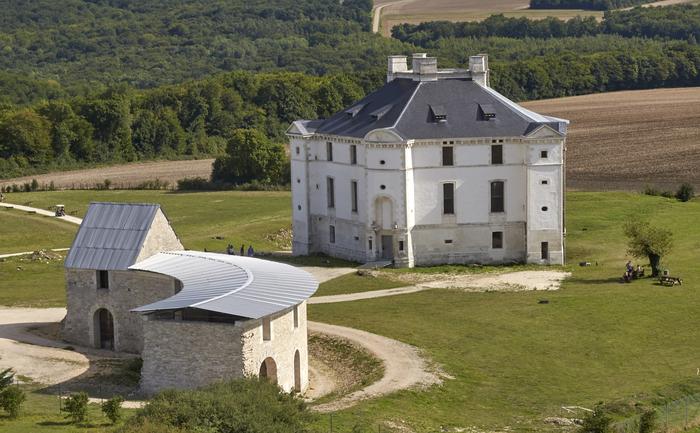 Journées du patrimoine 2019 - Marché artisanal au Château de Maulnes - Site emblématique du Loto du Patrimoine 2019