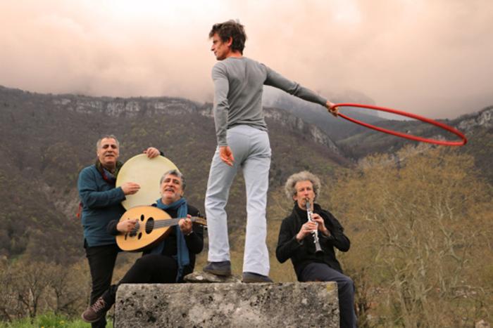 Derviche par Bab Assalam et Sylvain Julien