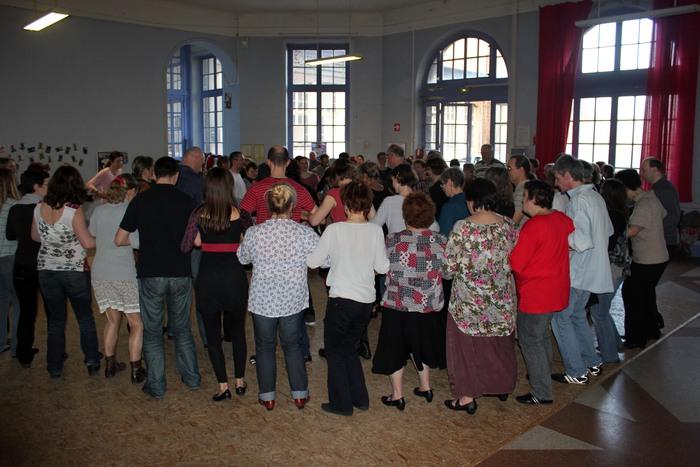 Groupe loisirs : stage de danses bretonnes : autour de la Fraise : danses de Plougastel !!