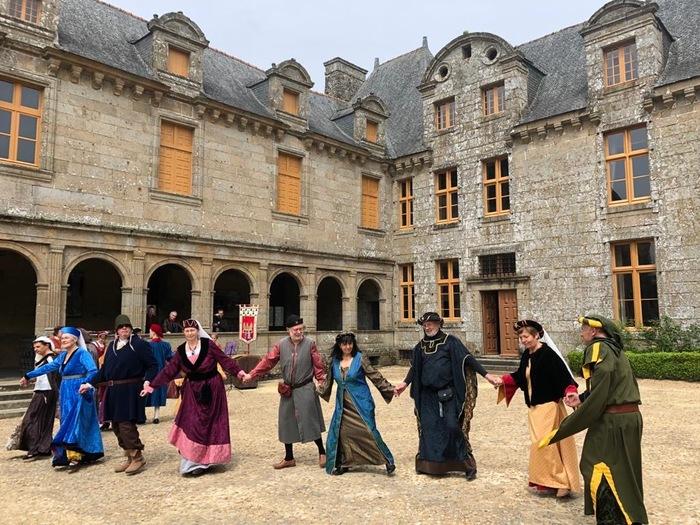 Journées du patrimoine 2020 - Château le Rocher Portail : danses et musique à l'époque de la Renaissance.