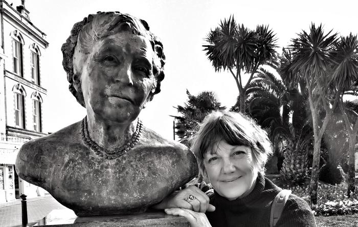 À travers photos, images d'archives et lectures, venez découvrir la vie aventureuse de femmes telles que Jane Dieulafoy, Agatha Christie, Agnès Spycket et Chris Esnault, engagées sur les sentiers...
