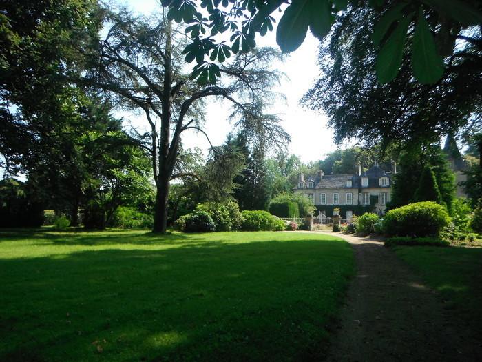 Journées du patrimoine 2020 - Visite libre au château de Bagatelle (parc, jardin à la française, chapelle) et dédicace