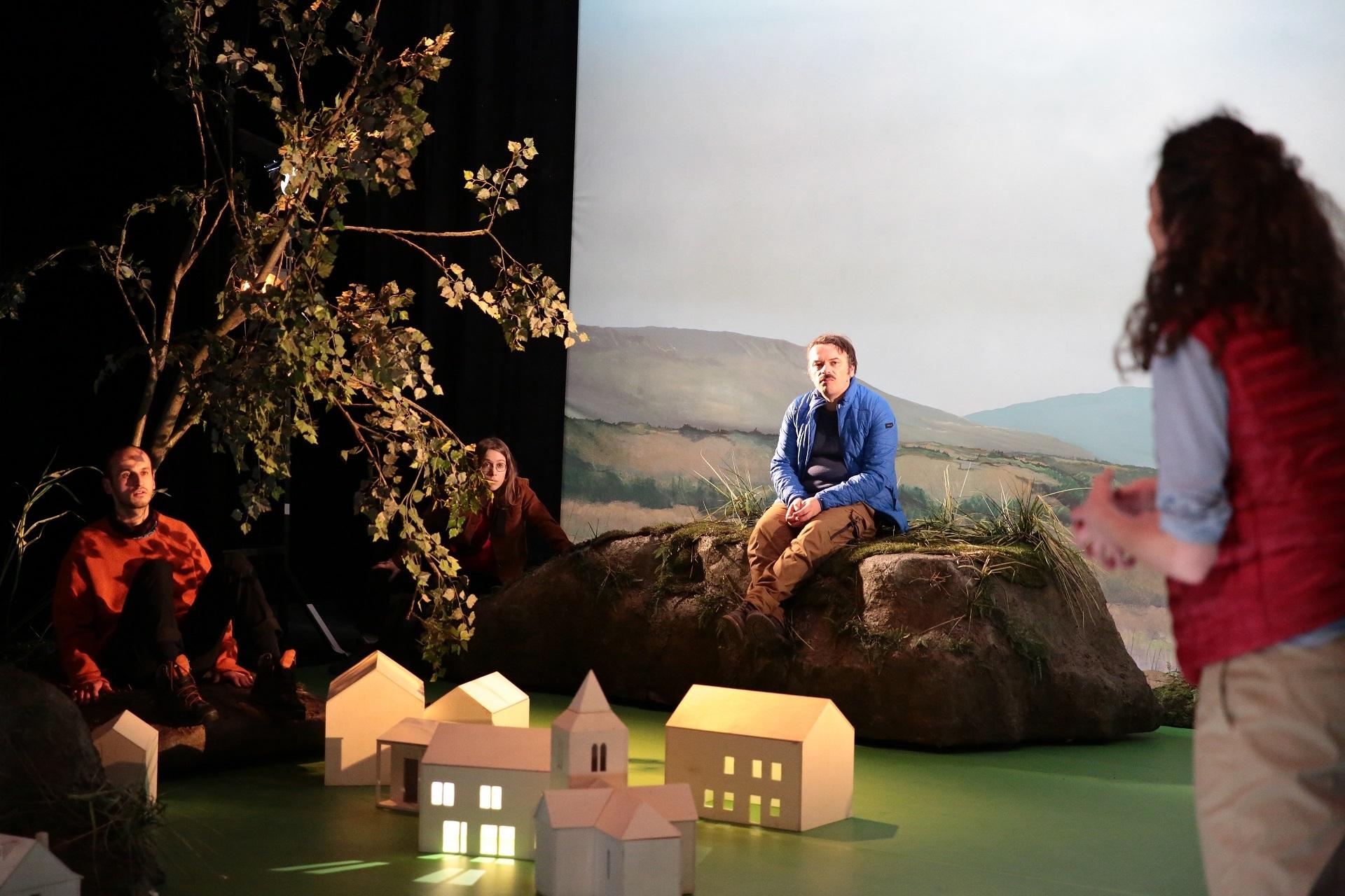 Une enquête sur un monde qui disparaît, à la fois mélancolique, poétique et plein d'humour. Ce spectacle est proposé par le théâtre d'Arles.