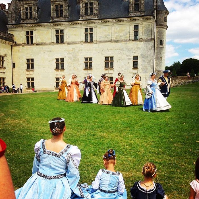 Journées du patrimoine 2020 - Déambulations de personnages costumés de l'Association Renaissance Amboise
