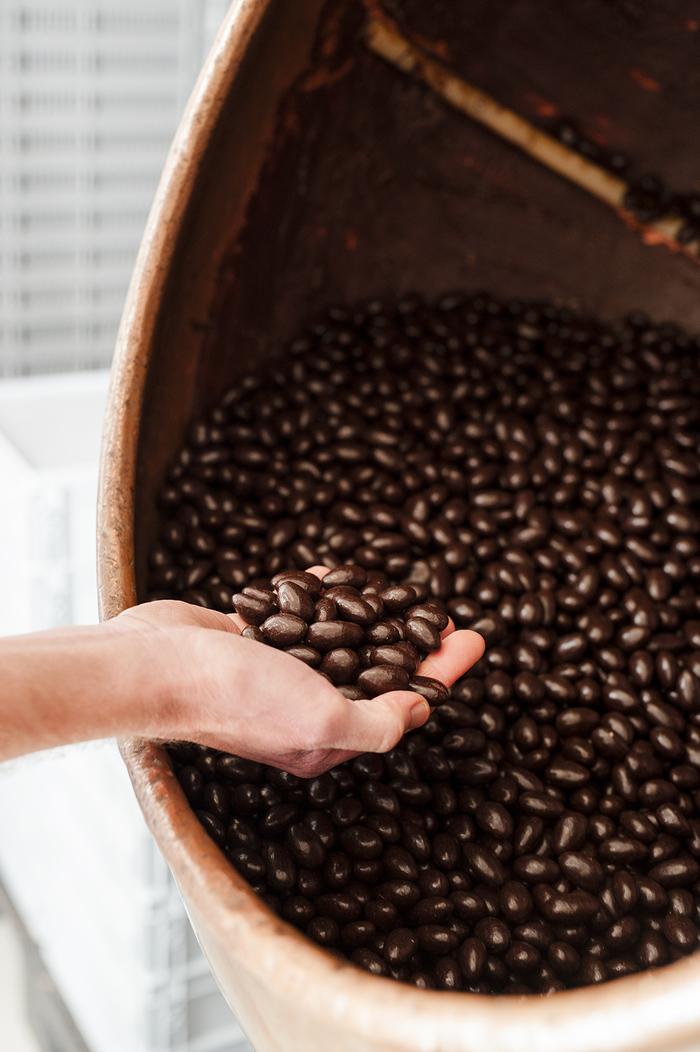 Journées du patrimoine 2020 - Démonstration de turbinage de chocolat à la Confiserie Leblanc