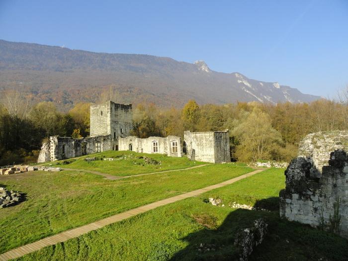Journées du patrimoine 2019 - Visite guidée des vestiges du château de Thomas II : une résidence comtale au coeur d'un marais protégé.