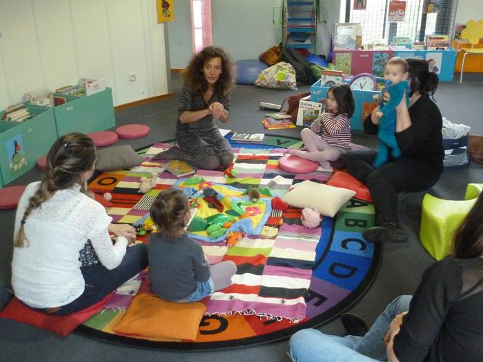 Des ateliers signes pour faciliter la communication avec son enfant dès la naissance.