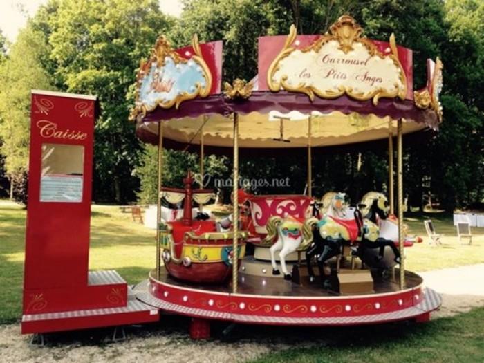 Journées du patrimoine 2019 - Carrousel gratuit pour les enfants sur la place du village
