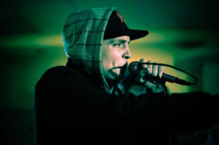 Fadah un rappeur originaire de la région parisienne, désormais installé à Toulouse.