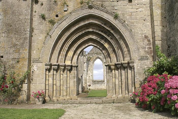Journées du patrimoine 2019 - Visite du site de l'Ile Chauvet où les moines bénédictions y établirent leur abbaye vers 1130 située dans la baie de Bourneuf.