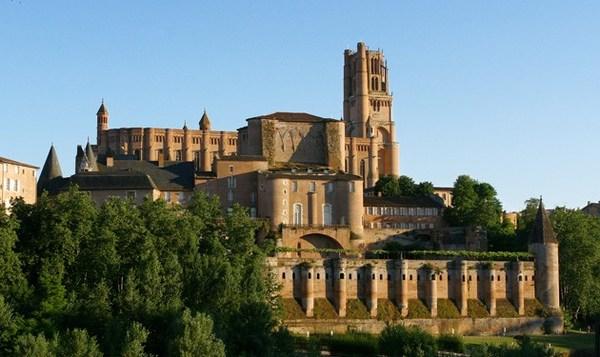 Visitez de nombreux monuments historique au sein de la CIté Episcopale