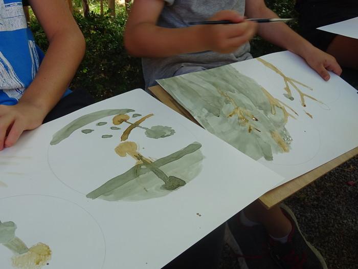 Durant l'été, le centre d'art propose des ateliers de pratique artistique gratuits en plein air