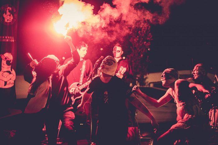 Retrouvez les émeutiers de Krav Boca en live jeudi 25 février 2021 à 19h30, pour notre deuxième « Pollux Live Session »sur la page Facebook Pollux Asso !