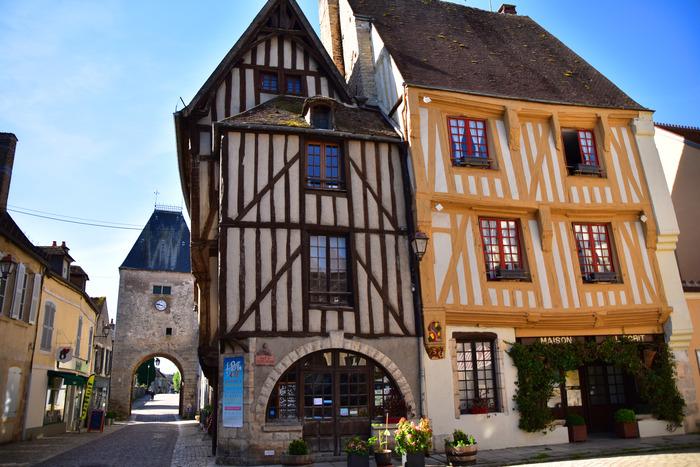 Journées du patrimoine 2020 - Balade commentée du village de Noyers-sur-Serein