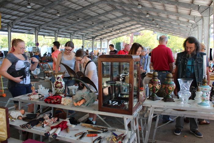 Antiquaires et brocanteurs albigeois sont à retrouver à la brocante de l'été sous la halle du Castelviel