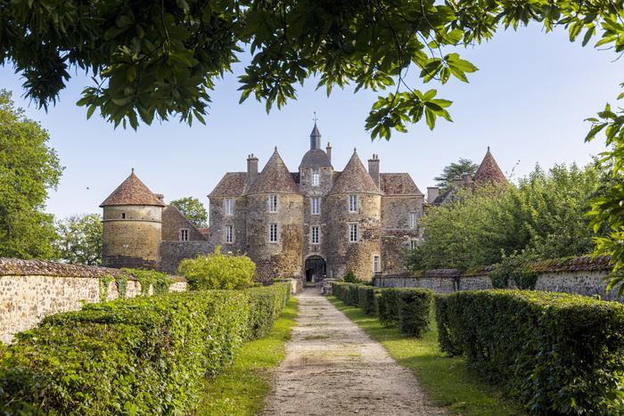 Journées du patrimoine 2019 - Visite du Château de Ratilly : patrimoine, art, spectacles, terre, découverte de l'atelier de poterie