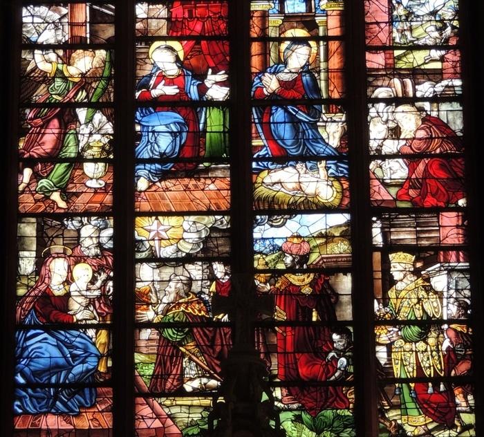 Seule verrière Renaissance encore visible à Orléans, le grand vitrail du maître-autel de l'église Notre-Dame-de-Recouvrance est daté de 1525.