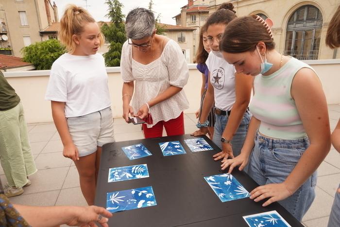 Expo collective: '70 ans de pratique photo au Studio Boissière' Ateliers cyanotypes
