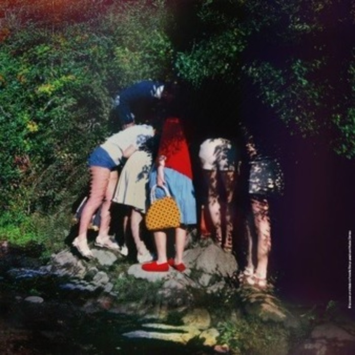 La scène nationale d'Albi est ravi d'accueillir la compagnie Montpelliéraine Le Cri Dévot : « La femme de la photo » d'après le roman Les années d'Annie Ernaux.