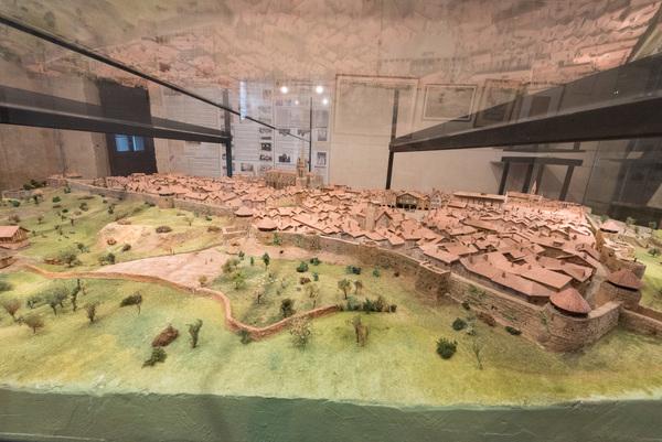 Nuit des musées 2019 -Présenation de la maquette de la ville de Bazas en 1650