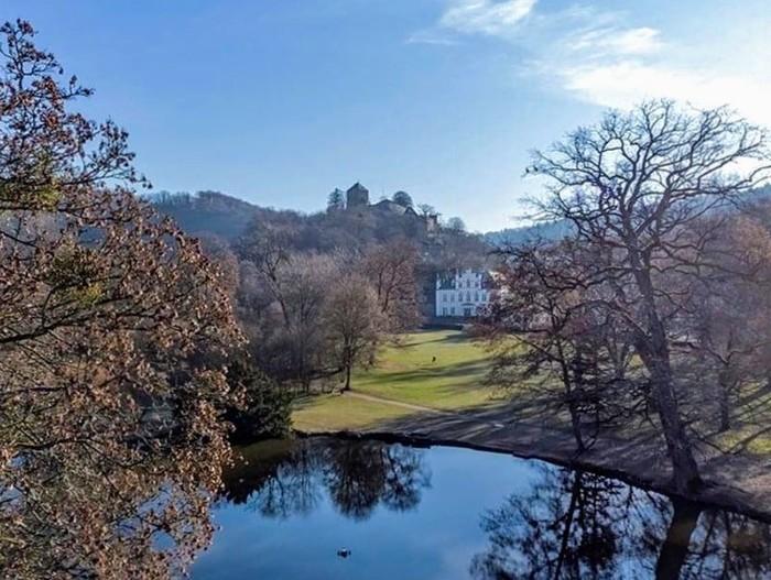 Entdeckungen zwischen Schmetterlingen und Schloss auf eigene Faust. Der Sayner Schlosspark ganz aus Sicht der nächsten Generation