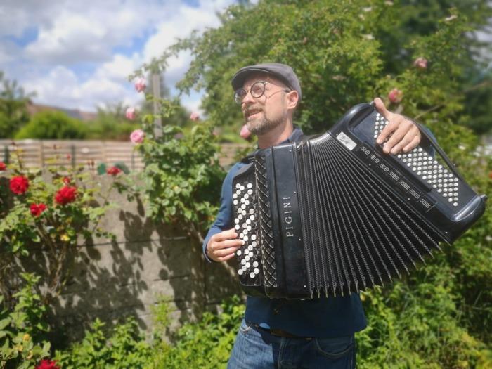 Journées du patrimoine 2020 - Annulé | M. Crapule, son accordéon et des chansons des années 30 à 50 au Musée du Terroir